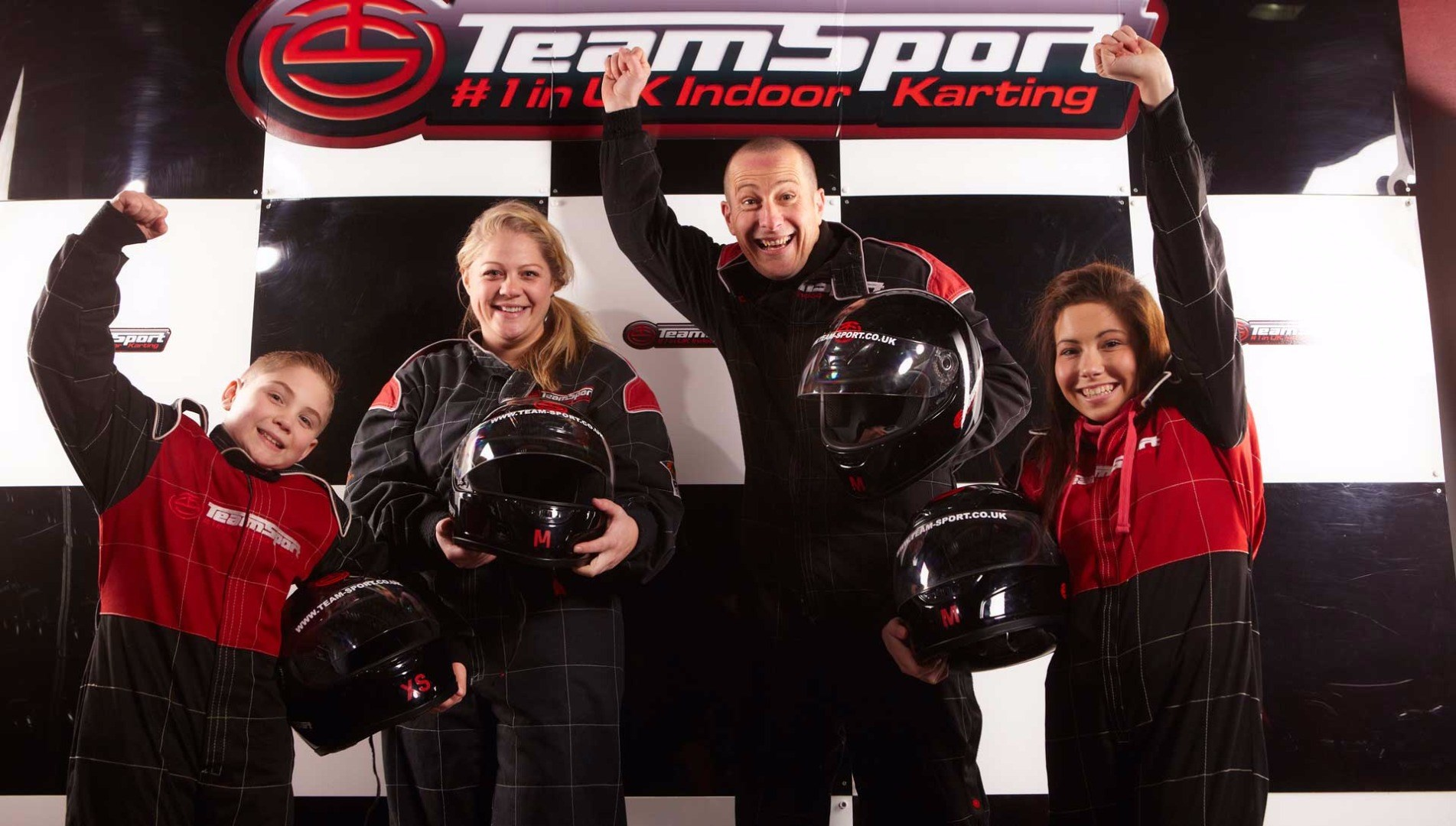 Web_Header_1920x1090_Family-go-karting.jpg